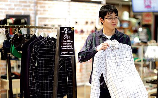 洋服店での実践的研修の様子