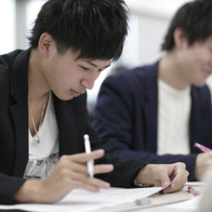 "<span class=""title"">大学から進路変更し専門学校で公務員試験に挑戦!!</span>"