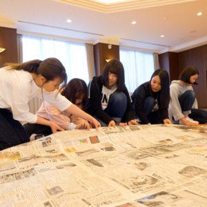 新聞紙でドームを作る