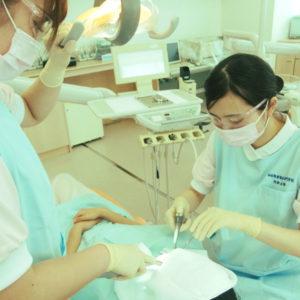 歯科衛生科1年生 バキューム相互実習